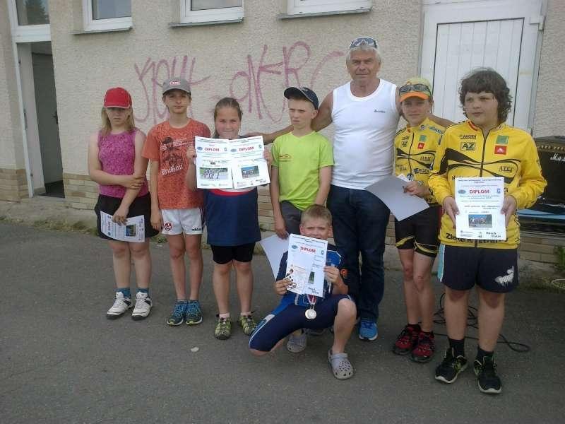 foto speed skating coach Petr Novák celebrated 67 with new childern by summer Czech Champ asphalt oval 333m Žďár nad Sázavou 20150607 fml-800